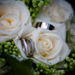 vigselringen i brudbuketten