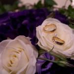 Vigselringarna i brudbuketten
