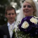 Brudparet och den vackra buketten